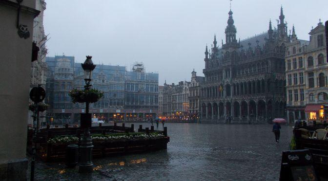 BRUSELAS:MANNEKEN PIS, COMICS Y ALGO MAS